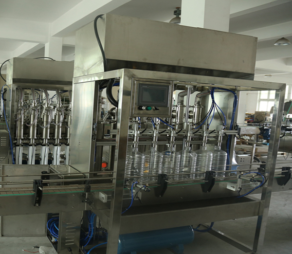https://www.paixiemachine.com/img/cooking_oil_filling_cappping_machine_with_piston_pump_filling.jpg